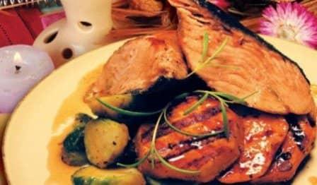 Пикша, жаренная в аэрогриле с овощами
