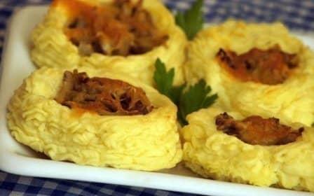Картофельные гнезда с начинкой