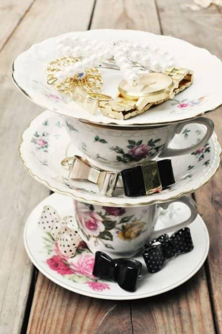 Органайзер из чайных чашек и блюдец