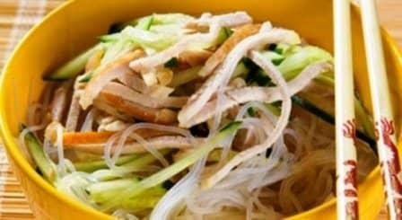 Салат из вермишели со свининой