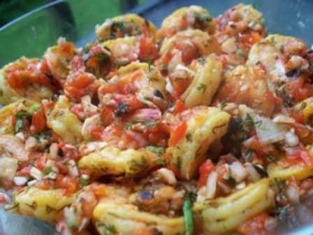 Салат из креветок, перцев и шампиньонов