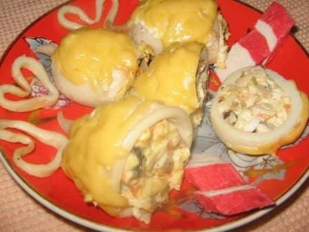 Кальмары фаршированные грибами и сыром