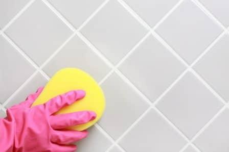 Как отчистить швы на кафельной плитке?