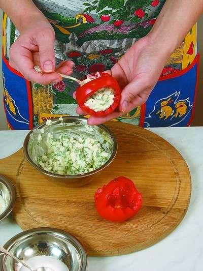 Помидоры, фаршированные салатом