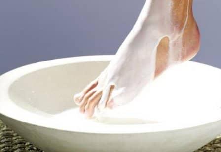 Уход за ногами с помощью молока