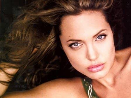 Подбородок как у Анджелины Джоли
