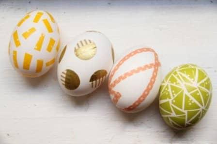 Украшение пасхальных яиц самоклеющейся пленкой
