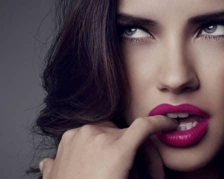 Притягательные манеры, жесты и позы женщины