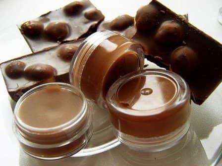 Шоколадный блеск для губ своими руками (всего за 20 минут)