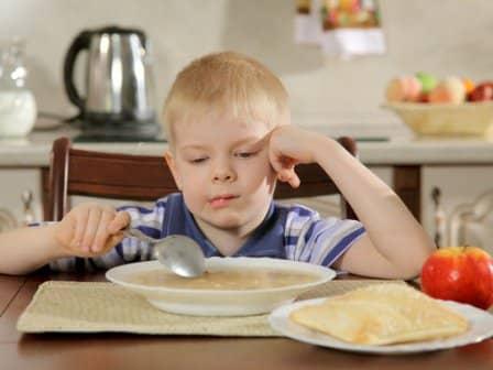 Что делать, если ребенок не хочет есть?