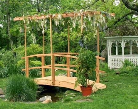 Декоративные мостики в саду