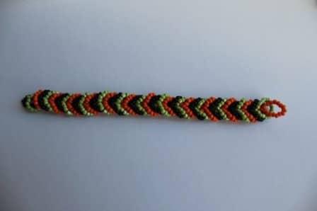 Трехцветный браслет из бисера своими руками