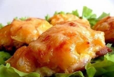 Курица, запеченная с ананасами и сыром (рецепт с фото)