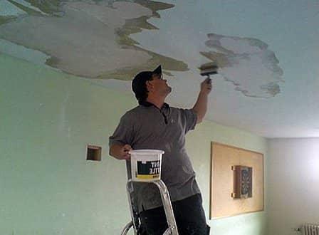 Потолок после протечки: устраняем последствия