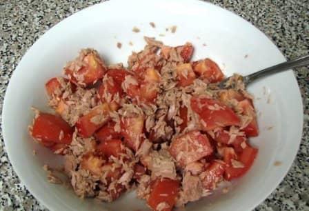 Зеленый салат с тунцом (рецепт с фото)
