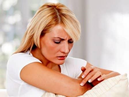 Шелушение локтей: причины и лечение