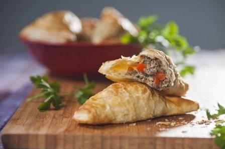 Слоеные пирожки с тунцом (рецепт с фото)