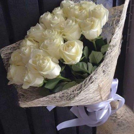 Белые розы – нежность, невинность, уважение